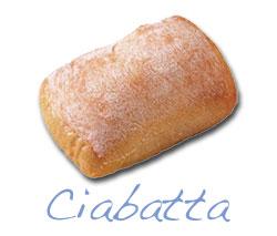 Ciabatta met warme kip, groente en zoetzure saus.